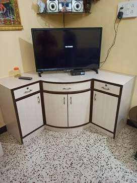 A good condition T. V unit for sale
