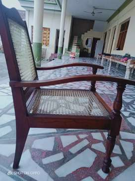 Wood chairs( 6 pieces)