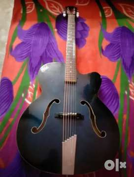 2yr old Hobner guitar in good condition...