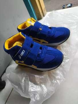 Sepatu anak ukuran30