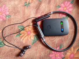 bluetooth ear phone and jio hotspot both are good condicition