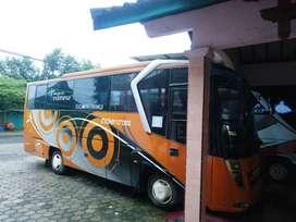 Bus th 2001 masih bagus POWER STERING cocok untuk carteran bus wisata
