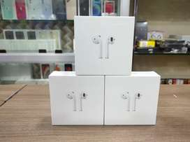 Sealed Apple Airpods Series with wireless charging Case / 1yr bill
