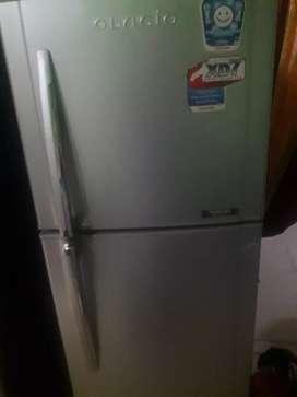 Dijual lemari es 2 pintu merk Toshiba