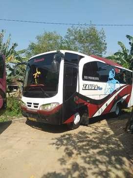 Dijual bus medium AC Isuzu nkr 71