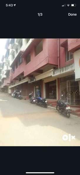 2 shops  with meznine for rent in aquem and fatorda .