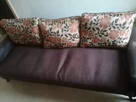 Regzean sofa 5 seater with center table in good condition