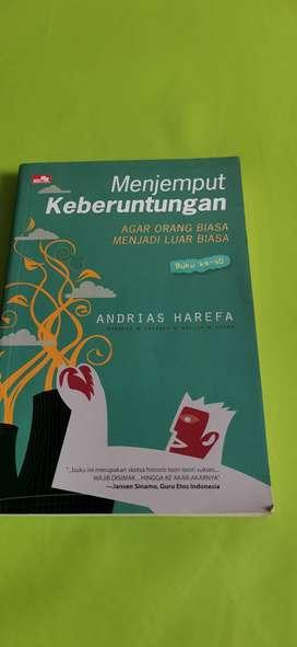 [Pre Loved] Buku Menjemput Keberuntungan by Andrias Harifa