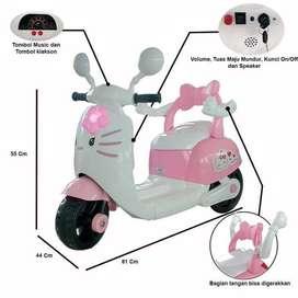 BERGARANSI Mainan Anak Motor Aki Vespa HWL 2688 Hello Kitty