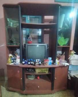 TV SHOWCASE IN GOOD CONDITION