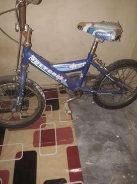 Di jual sepeda anak merek polygon kondisi minusnya ban belakang bocor