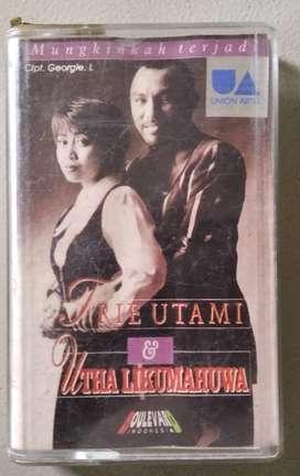 "Kaset Trie Utami & Utha Likumahuwa ""Mungkinkah Terjadi"""