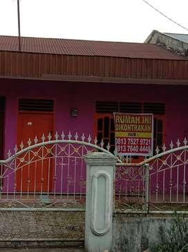 Dikontrakkan Rumah dengan lokasi strategis daerah pasar V Pdg Bulan