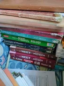 NEET/JEE/class 11&12 books ,pyqs price negotiable