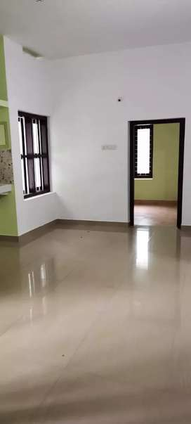 2 bhk house upstair portion near thondayad
