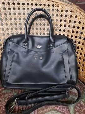 Tas shopie bahan kulit jenis tas cocok untuk kerja dan harian