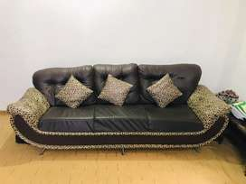 sofa set 5 sitter with 5cusions  in brown colour