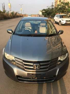 Im selling CNG HONDA CITY SMT in showroom condition.