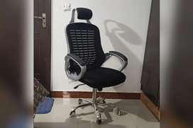 Ergonomic Mesh Back Office Chair with head rest and fiber back