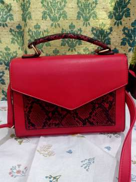 Handbag in best condition. Red color used only once