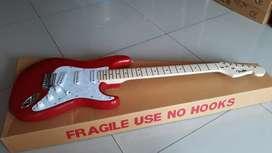 Gitar fender stratocaster merah