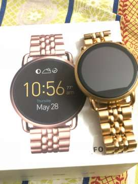 fossil smart watch with no scartch delicatly used