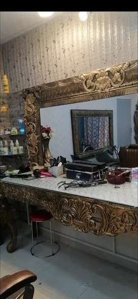 Ladies Salon Mirror & chairs
