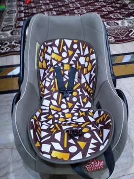 Slightly used carrycot carseat