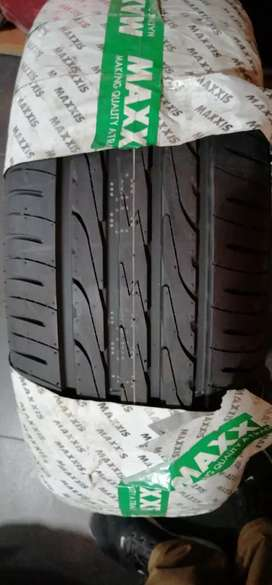 Maxxis Tyre 215/55R16.