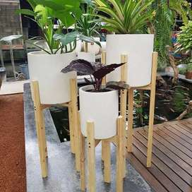Pot Taman Minimalis Model Silinder Plus Kaki Kayu