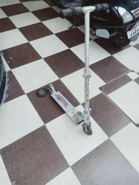 Skatting scooter
