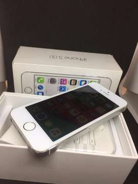 I PHONE 5S 32GB SILVER COLOUR WITH 2MONTHS WARRANTY BRAND NEW