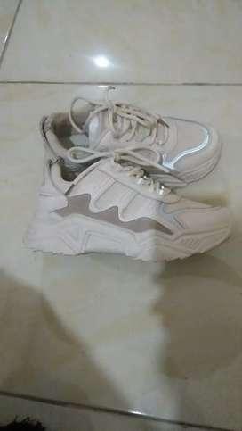 Preloved sepatu sovella