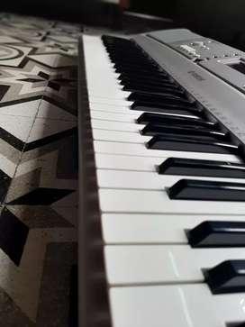 Yamaha - PSR E303 ( Basic Keyboard )