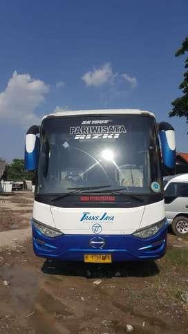 Bus Pariwisata Hino R260 Body Laksana SR1 Facelift