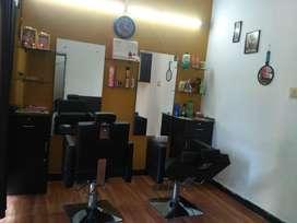 It is neatly maintained women's beauty salon
