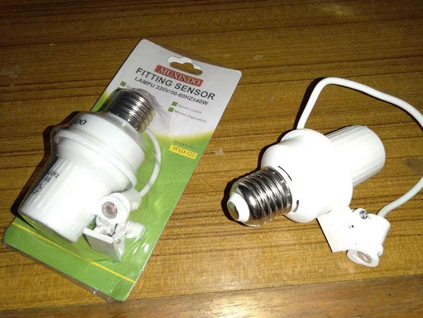 Fiting Lampu Sensor Cahaya kapasitas maksimum 40 Watt 0