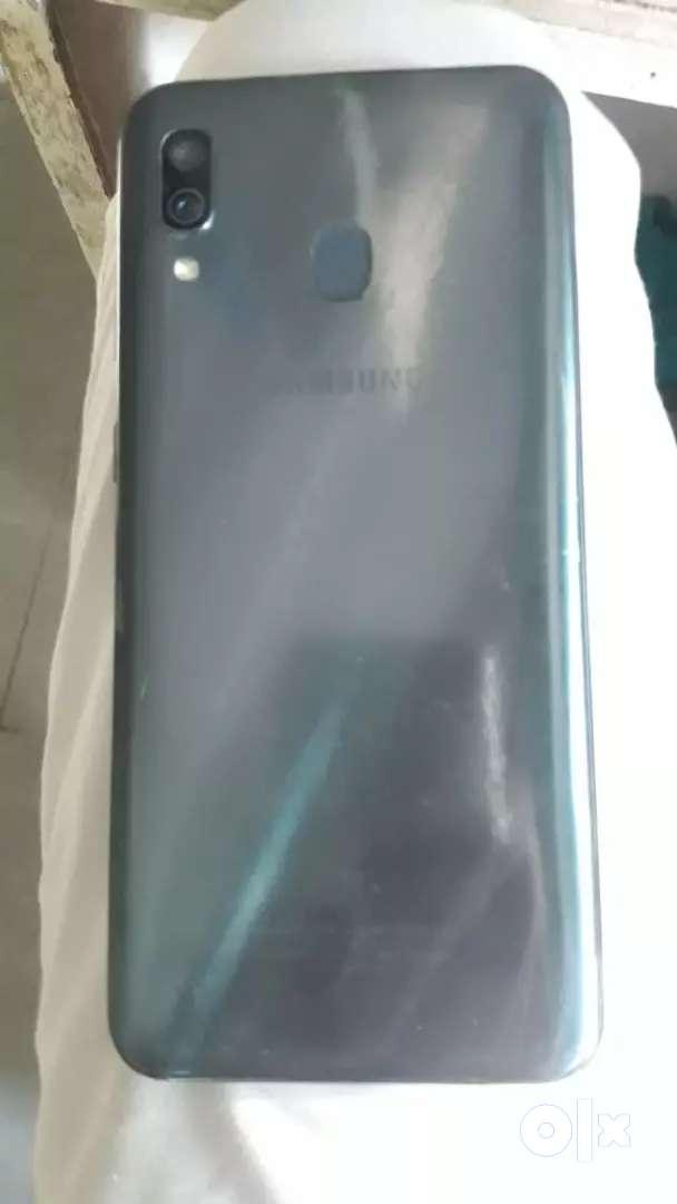 Samsung a30 4& 64 gb black color 0