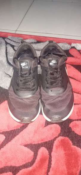 Dijual Sepatu Nike Air Max Thea second asli Rp 150.000/nego