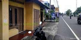 Ruang Usaha di Tepi Jl Solo-Jogja Sebrang SD Kanisius brt RS Pantirini