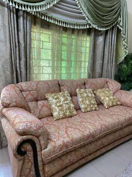 5 seater Best quality sofa with 5 cushions