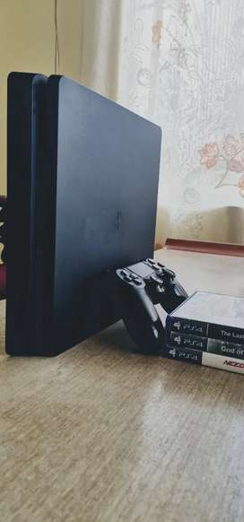 PS4 SLIM 1 TB Matte Black with 3 Games.