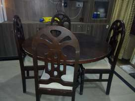 Round Dinning Table wooden with Four beautiful new design wooden chair