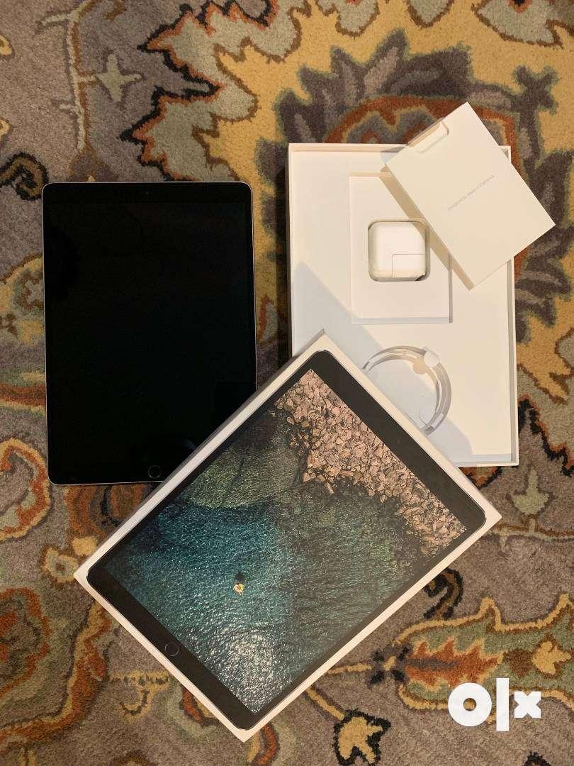 Apple iPad Pro (10.5-inch, Wi-Fi, 512GB) with a Brydge keyboard 0