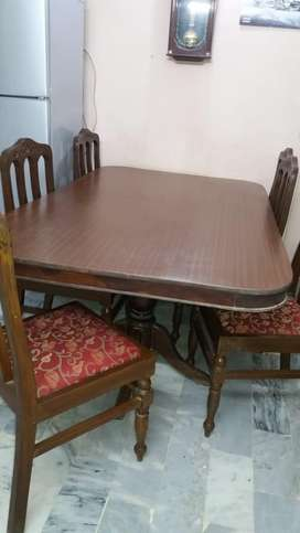 6seater table availible