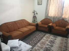 5 seater sofa set in very very good condition