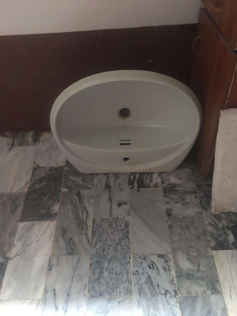 Wash basin in good condition 0
