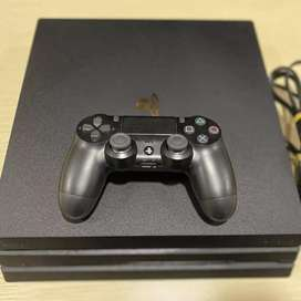 Playstation PS4 pro 1 Tb with 2 controllers