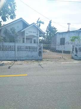 Tanah dapat bangunan rumah pinggir jalan raya selomartani