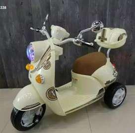 Motor Aki Skutik ada lampu dan Musik